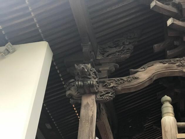 神様や龍などの彫刻